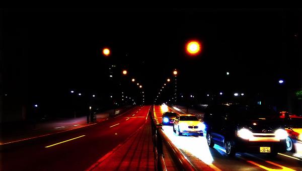 タイムラプス 夜の道路 サムネイル